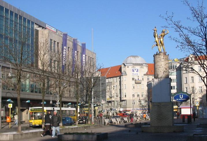 Gebäude mit Geschichte - Karstadt am Hermannplatz in Neukölln