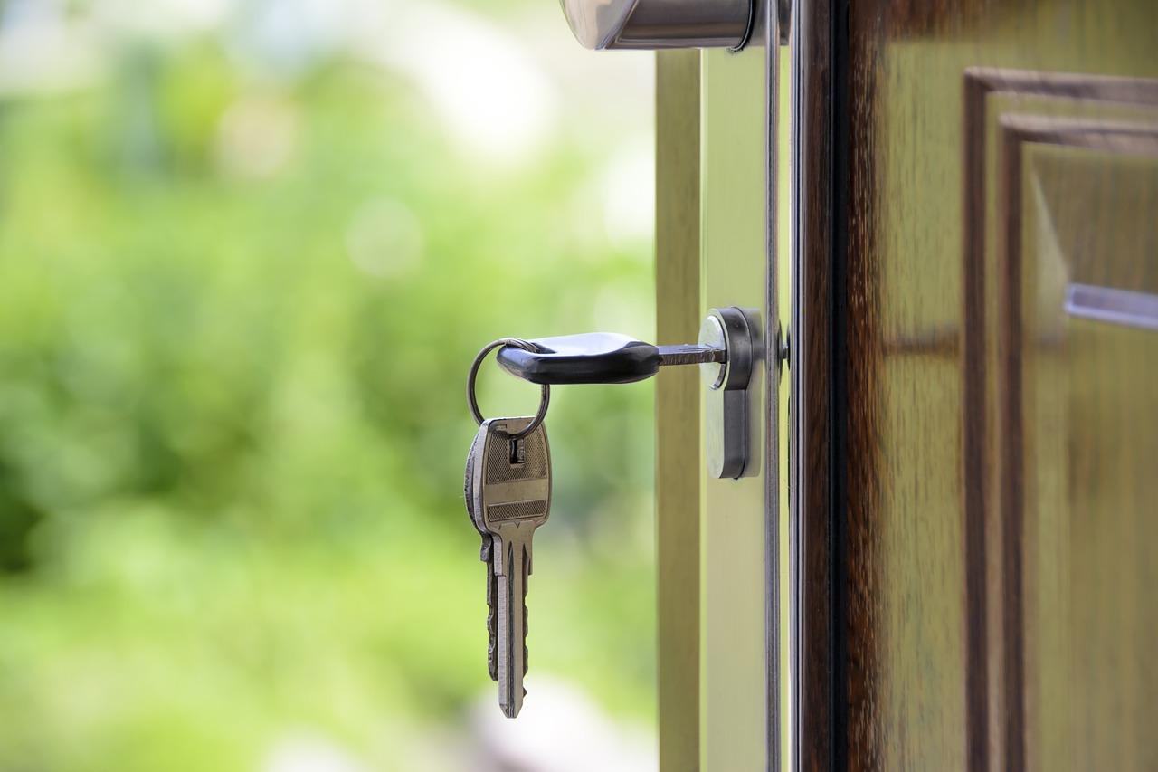 Grundstückshandel und Hausverwaltung - Mieterschutzvereinbarung im Grundstückskaufvertrag