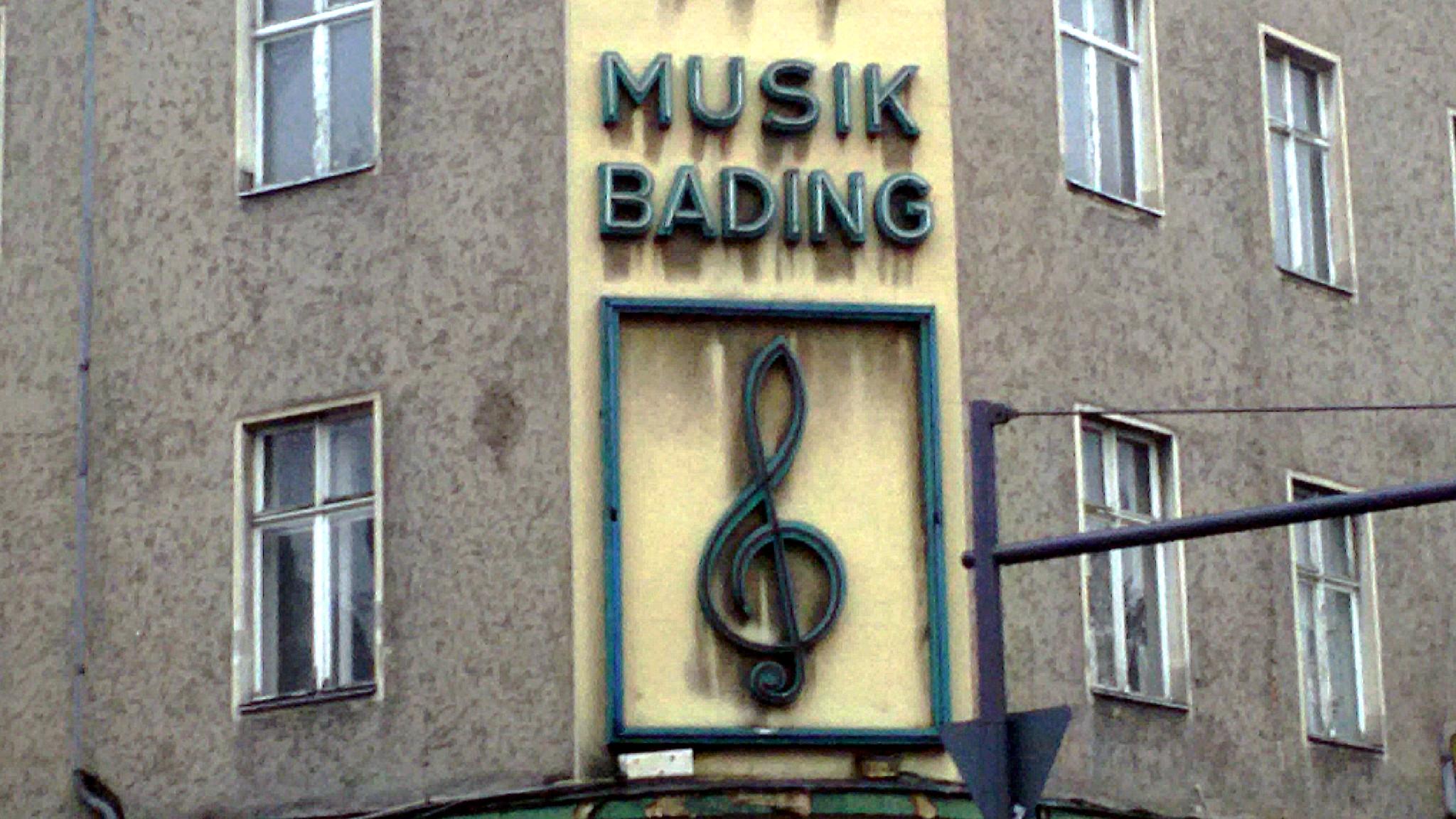 Musik Bading Hausfassade nach dem Brand