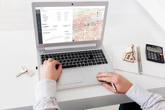 Die digitalen Lösungen von PriceHubble zeigen den Wert und die Entwicklung der Immobilie in ihrem Umfeld.